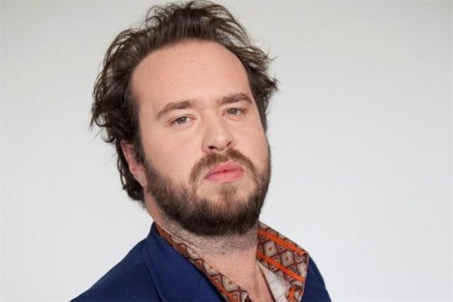 Iwein Segers   Iwein Segers werd als cabaretier bekend via de eerste Comedy Casino Cup in 2007 op de televisiezender Canvas. In 2016 komt Iwein naar buiten met het liedjesprogramma 'Iwein Privé' en later dat jaar gaat hij van start met Iwein en De Dealers. Een rockformatie in het Nederlands met Gorki (band) als grootste voorbeeld. Eind 2016 startte de opnames voor 'De Bende van Jan de Lichte' waarin Iwein de rol van 'Vagenende', de magiër van de bende, op zich neemt. De reeks verschijnt in 2018 op VTM.