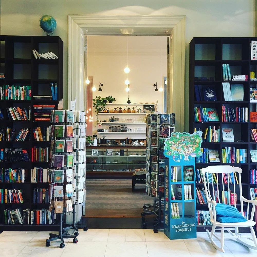 Boekenhuis Theoria - Boekenhuis Theoria sponsort de Sprookjesmobiel met kinderboeken en is samenwerkende partner voor Sinksen 18.