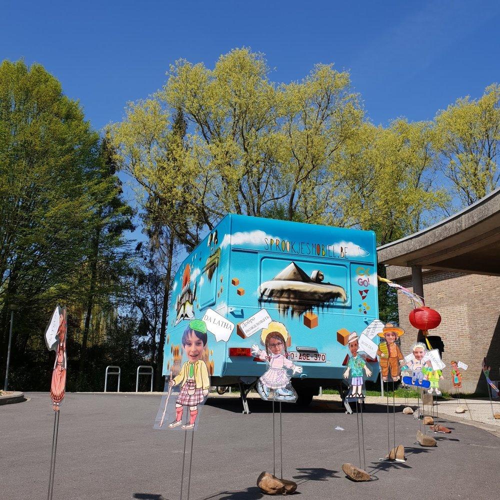 Het project - Een oude caravan wordt gerenoveerd en omgebouwd tot mobiele verhalencaravan. De leerlingen van het 7de jaar Kinderzorg zullen met deze Sprookjesmobiel op stap gaan (april en mei 2018), om kinderen mee te nemen in de wondere wereld van verhalen en muziek.Lees Meer