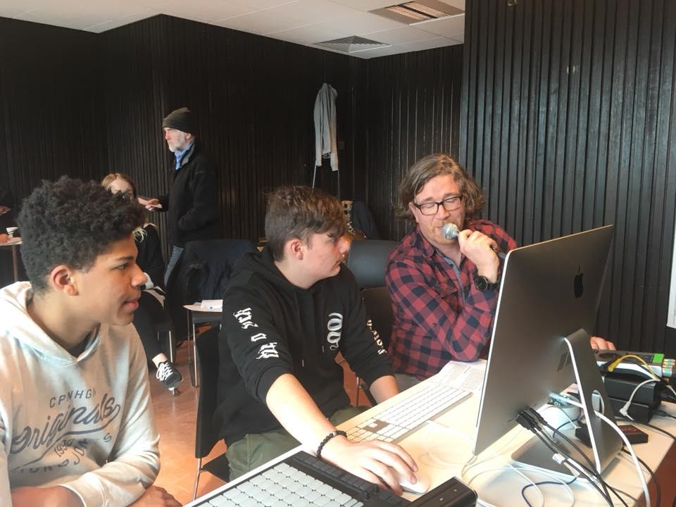 athena campus Heule, multimedia optie audio   De leerlingen van athena campus Heule hebben onder begeleiding van leerkracht Toon Bosschaert de opnames gemaakt van het audioverhaal en verzorgden ook de bruitage.