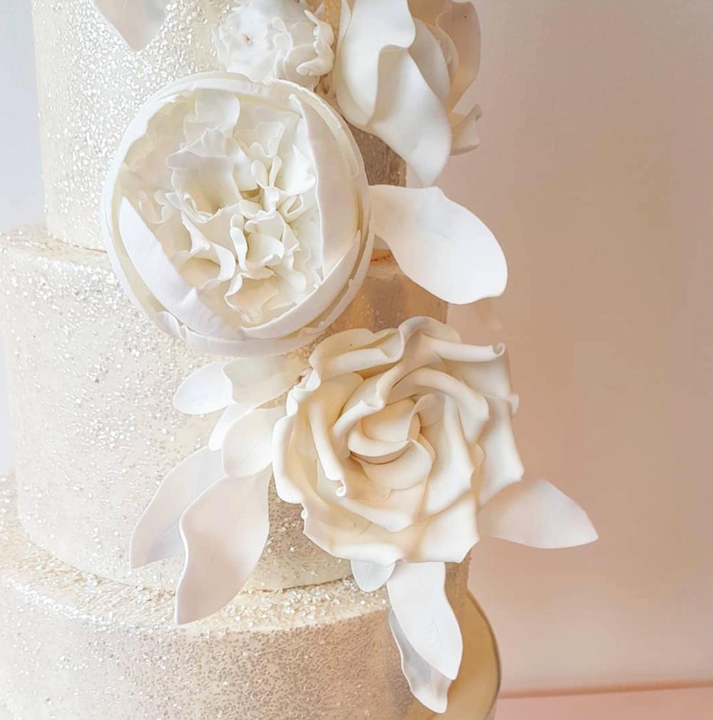 DOTTY ROSE CAKE DESIGN WHITE WEDDING CAKE SUGARCRAFT.png