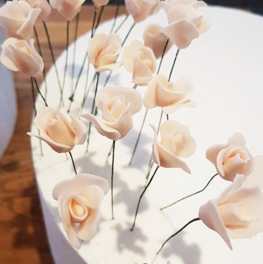 DOTTY ROSE CAKE DESIGN SUGARCRAFT DELICATE FLOWERS.png