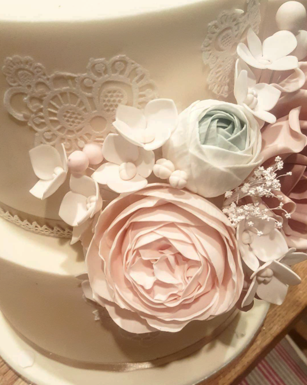 DOTTY ROSE CAKE DESIGN.png