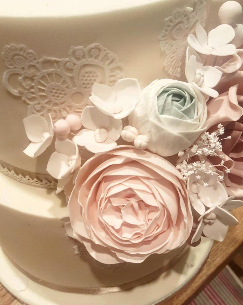DOTTY ROSE CAKE DESIGN.png
