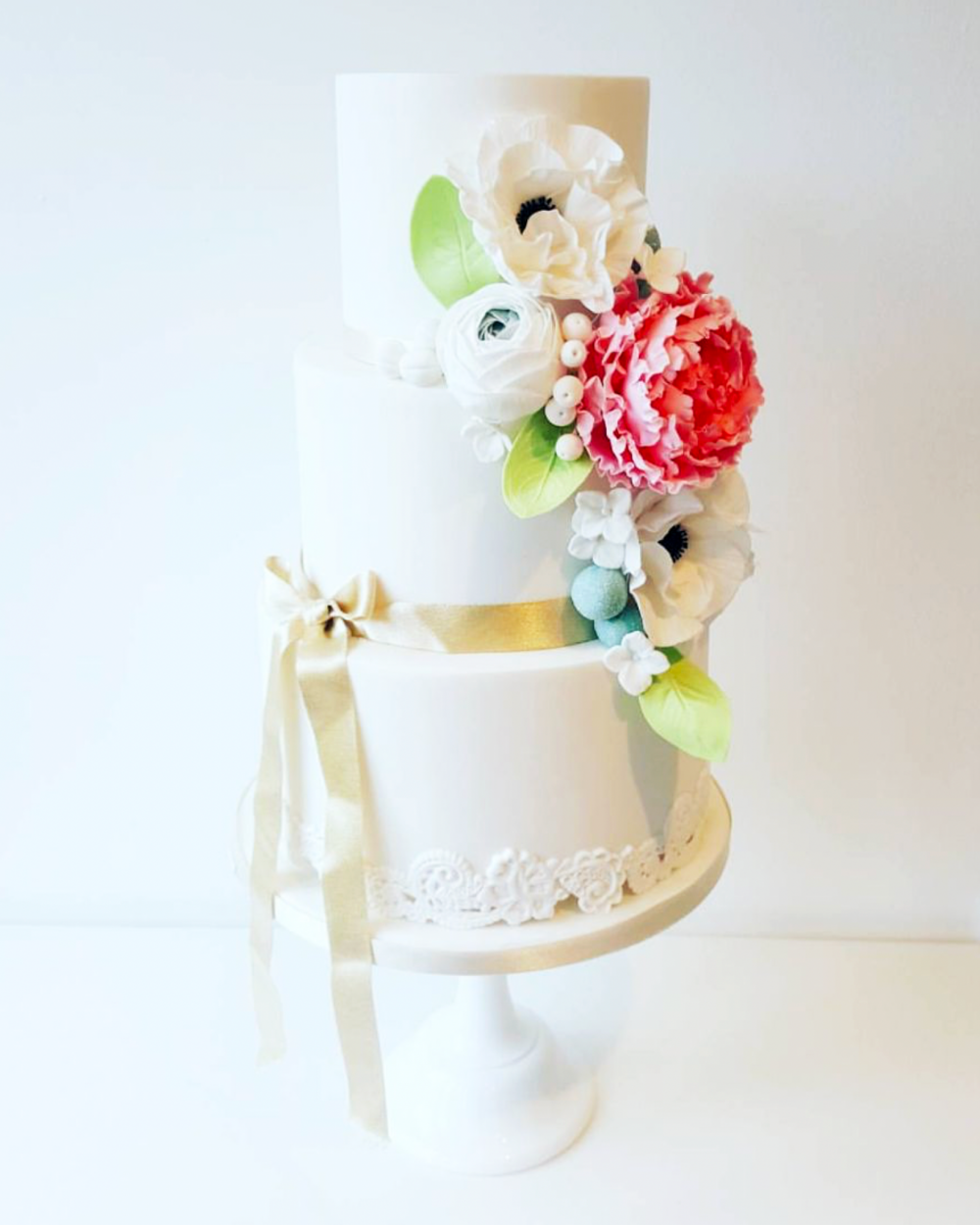 DOTTY ROSE WEDDING CAKE DESIGN FLORAL SUGARCRAFT.png