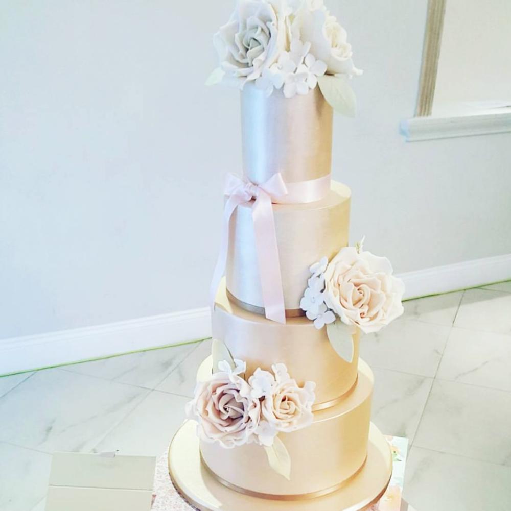 DOTTY ROSE WEDDING CAKE DESIGN LUSTRE.png