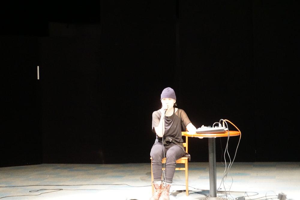 Tamperelainen Minea Lång esiintyi ohjelmalla  Jep, nimenomaan. Esityksen on ohjannut Minne Mäki.