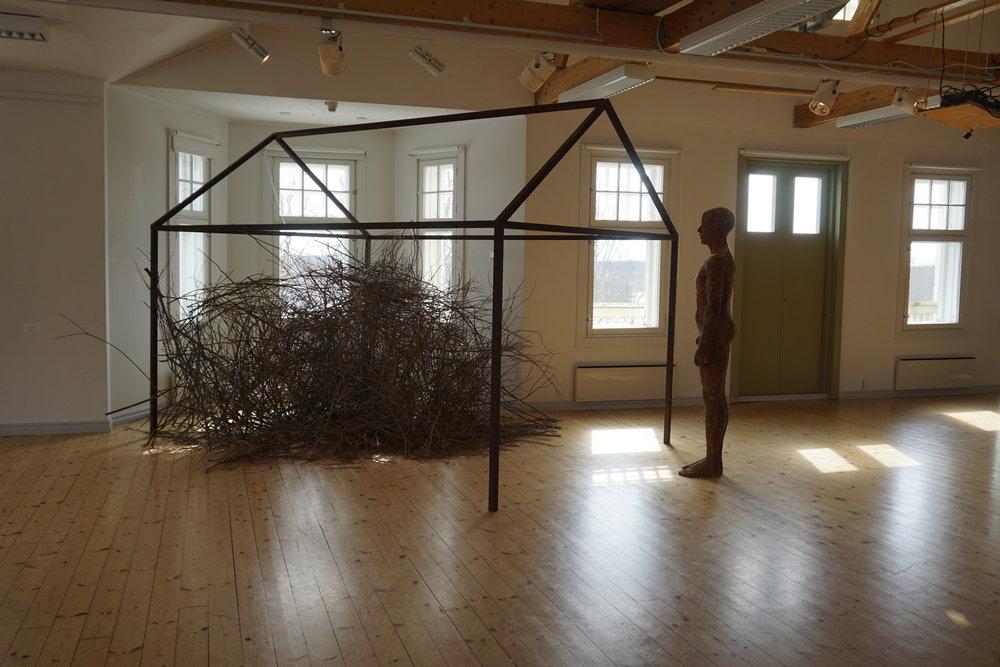 Matti Happonen  AJATTELIJA, teräs, lasikuitu, betoni, risut, 2007 - 2018