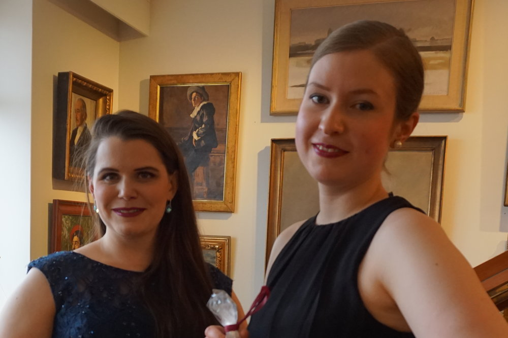 Konsertin vakuuttavina tulkitsijoina esiintyvät Annika Leino (sopraano) ja Sonja Hendunen (piano).  Taidekoti Kirpilän ja Sibelius-Akatemian rakentama liedyhteistyö päättyi 21.4.2018 klo 16, kahdeksantoista vuoden jälkeen.                                  Syksyllä kuullaan myös muuta musiikkia, avaa tulevaisuuden näkymiä taiteellinen johtaja Ilmo Ranta.