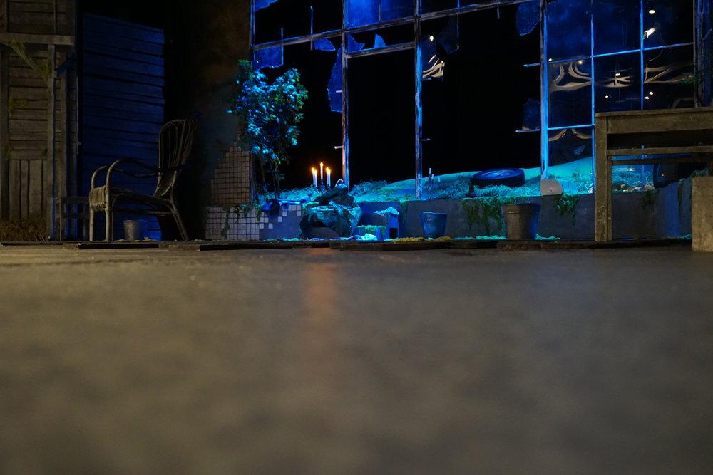 Sirkku Peltolan 30. näytelmä on tarkkaa ja osuvaa näyttämökirjallisuutta. Pässi-esityksen päätähtenä säteilee Tuire Salenius. Eino Salmelaisen näyttämö, Tampere, 12.10.2018.
