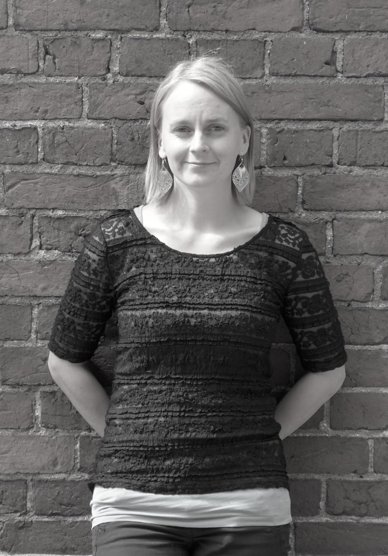 Susanna Åke - Susanna kirjoittaa Koski-nimistä pitkää televisiosarjaa laittomasta viinakaupasta, mustalaisakasta ja vääjäämättömästä konfliktista 1950-luvun teollistuvassa Suomessa.