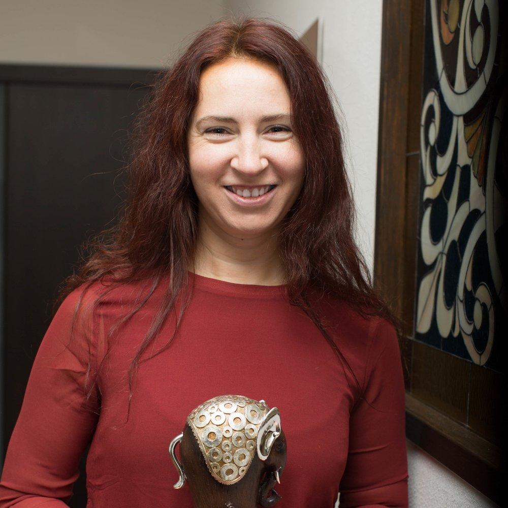 Алина Котина, высококвалифицированный преподаватель йоги Айенгара в нашем центре Йога Практика Нижний Новгород