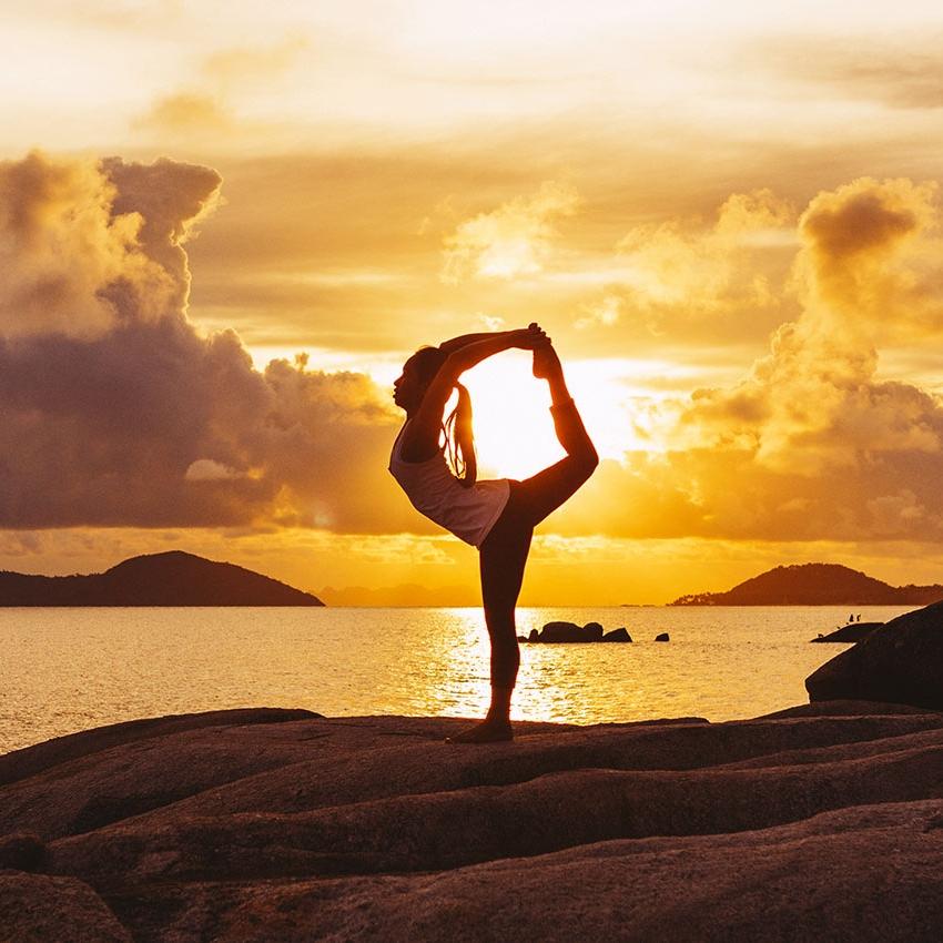 Йога Айенгара поможет развить гибкость, даст энергию, хорошее самочувствие и энергию. Приходитена занятия по йоге Айенгара в наш центре Йога Практика Нижний Новгород.