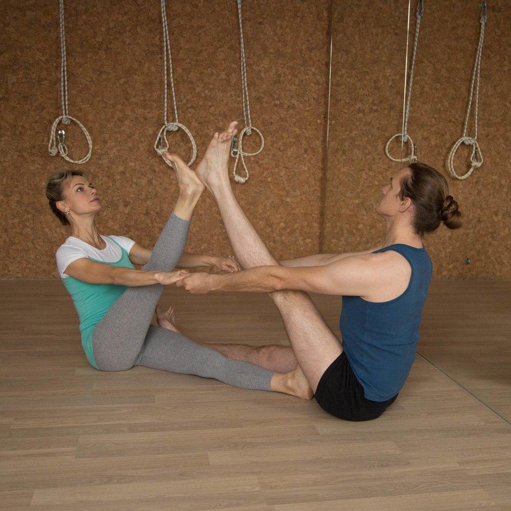 Высококвалифицированные преподаватели йоги Айенгара в нашей студии йоги Yoga Practika (Йога Практика) в Нижнем Новгороде