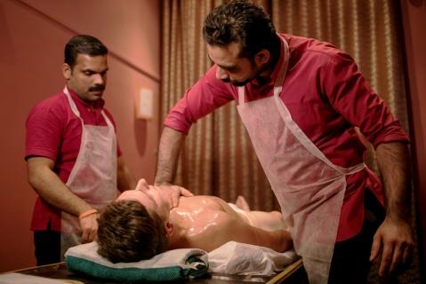 Абхьянга, традиционный индийский масляный массаж от мастеров Аюрведы из Индиив нашем центре Йога Практика Нижний Новгород