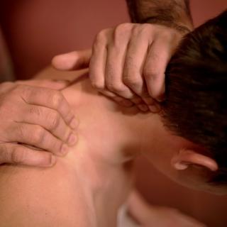Масляный массаж головы и шеиот мастеров Аюрведы из Индиив нашем центре Йога Практика Нижний Новгород