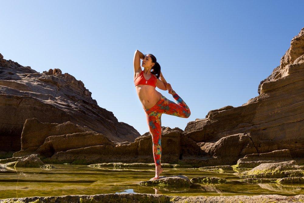 Йога Айенгара и ее польза, успокоение, энергия и здоровье