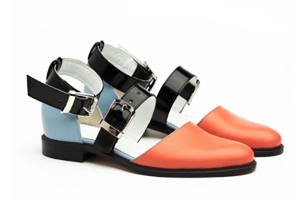 - INCH2:http://www.inch2.comFeatured recycled fabrics and handcrafted designer shoes.