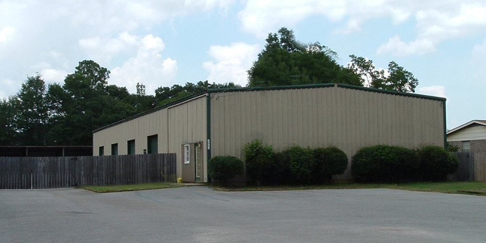 4664 Halls Mill Road - WAREHOUSEA 6,250± square foot office/warehouse located on the north side of Halls Mill Road, between Azalea Road and Demotropolis Road.The building is 100% occupied.Tenant:Delta Stone