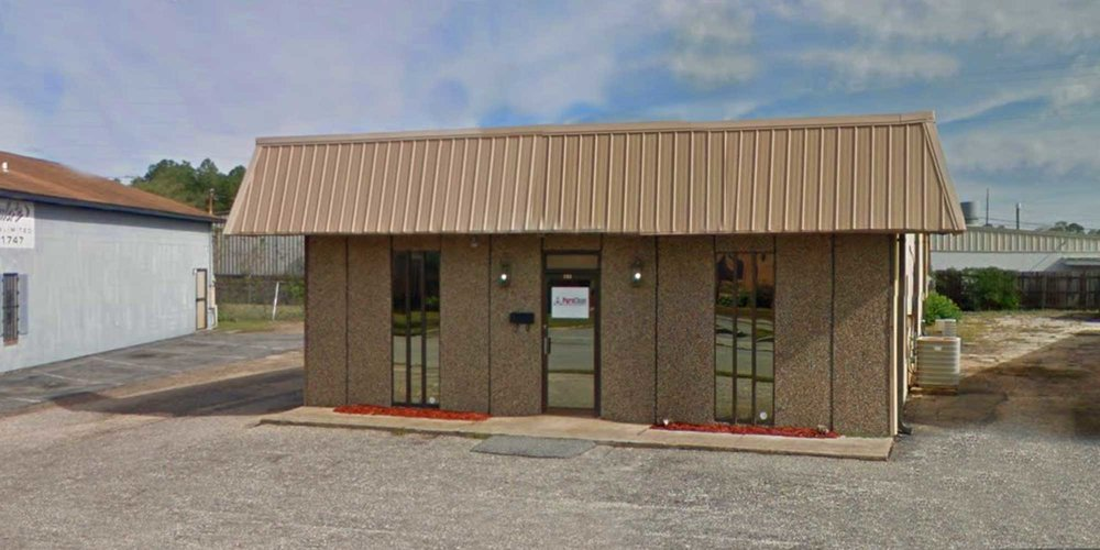 733 West Lakeside Drive - WAREHOUSEA 3,100± square foot office/warehouse located in the Lakeside Commercial Park.The building is 100% occupied.Tenant:Puroclean Emergency Services