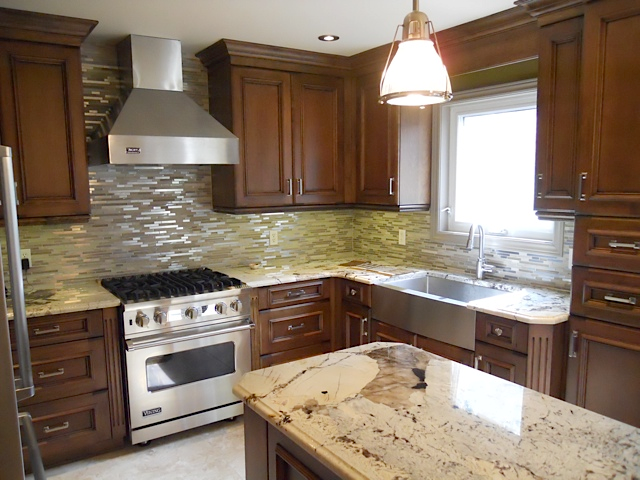 Kitchen granite countertop glash backsplash.png