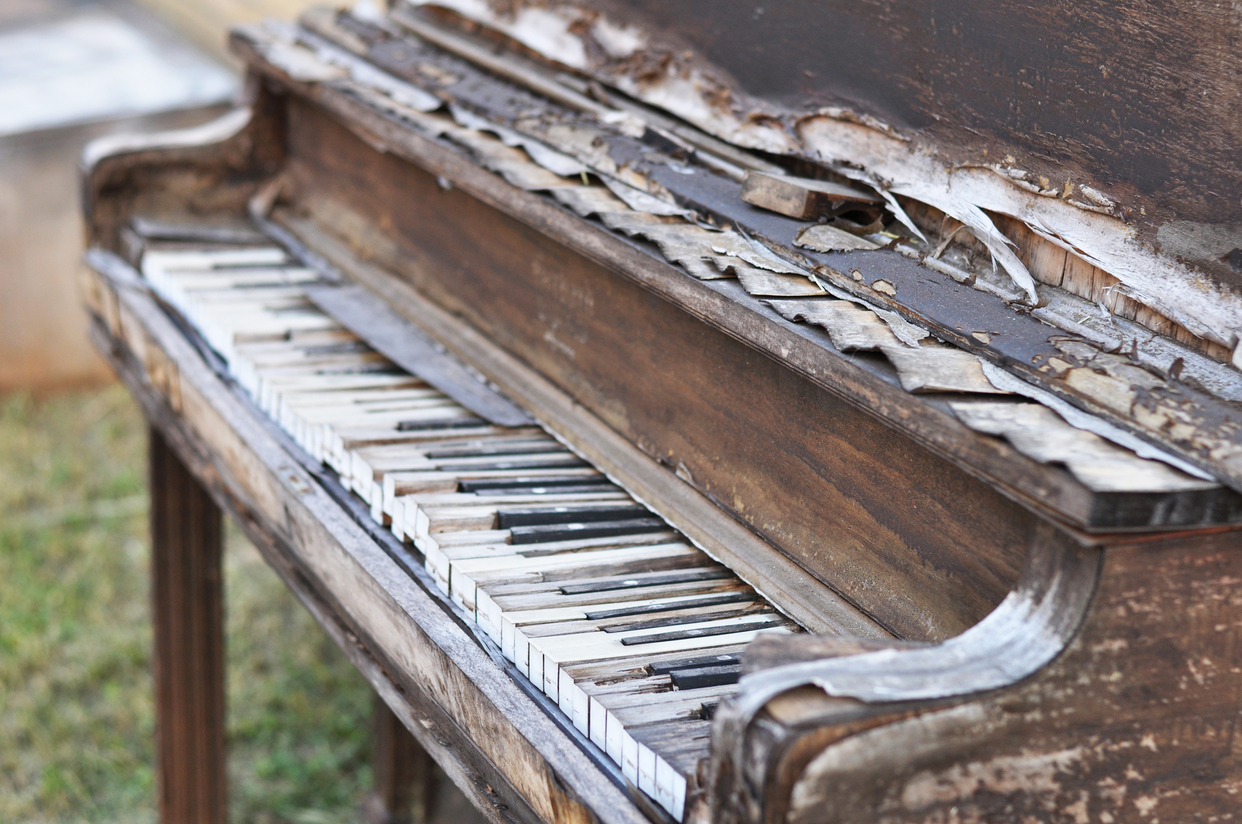 Old piano in Bastrop, Texas