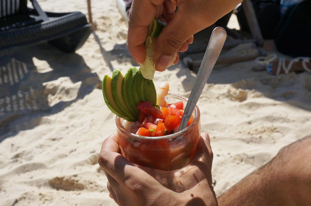 Shrimp cocktails every day = obligatory beach behavior / El coctel de camarones como Dios manda! Comimos mínimo uno al día