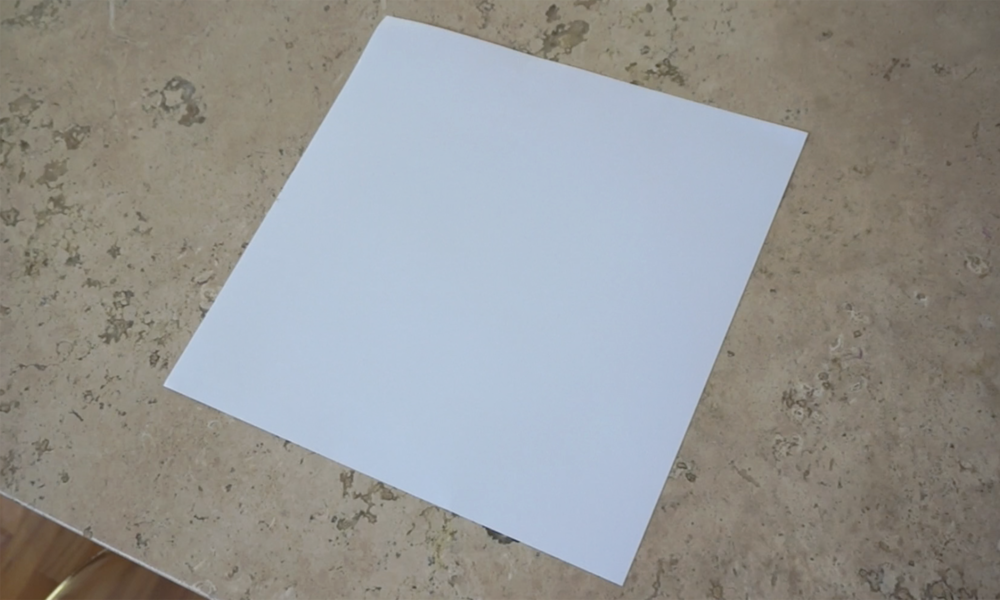 start with a square sheet of  cardstock paper  /  comienza con una  hoja cuadrada de cartulina