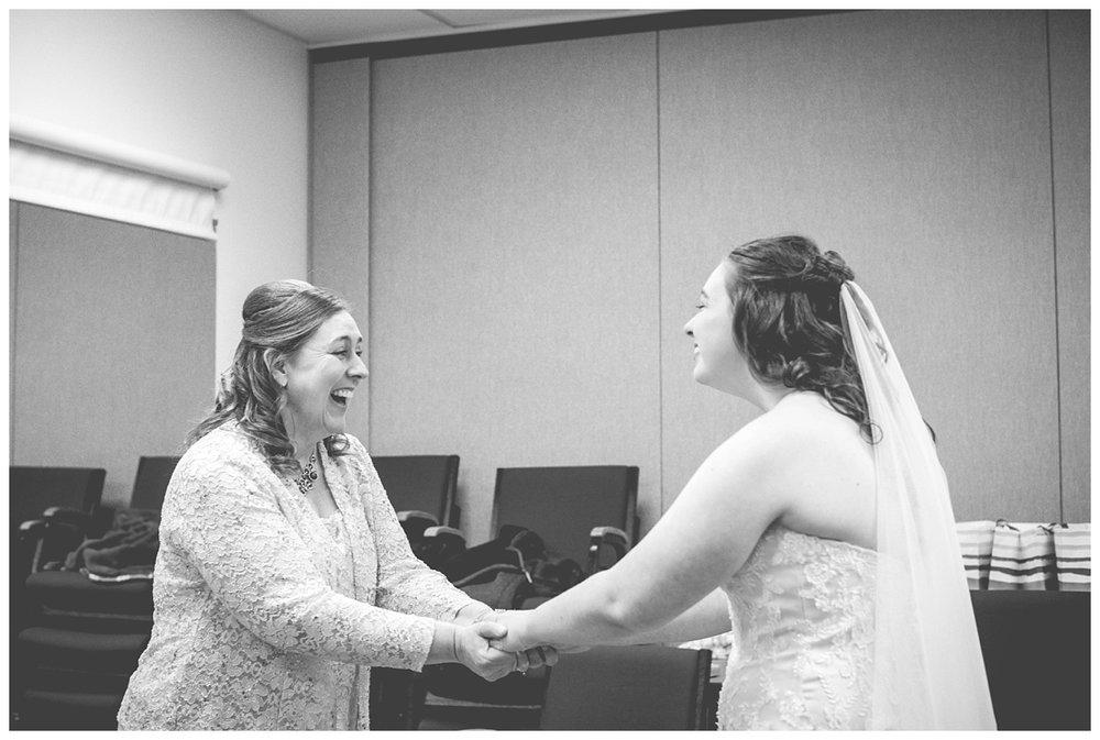Fall Wedding at EAA Oshkosh WI_0019.jpg