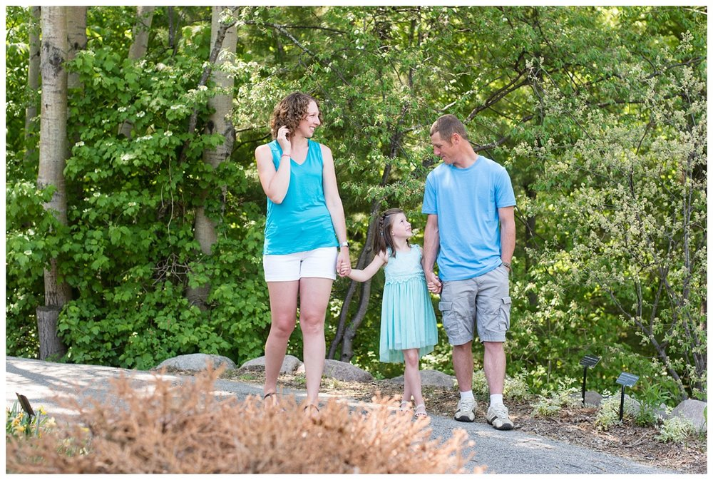 Green Bay Botanical Gardens Spring Family Session_0006.jpg