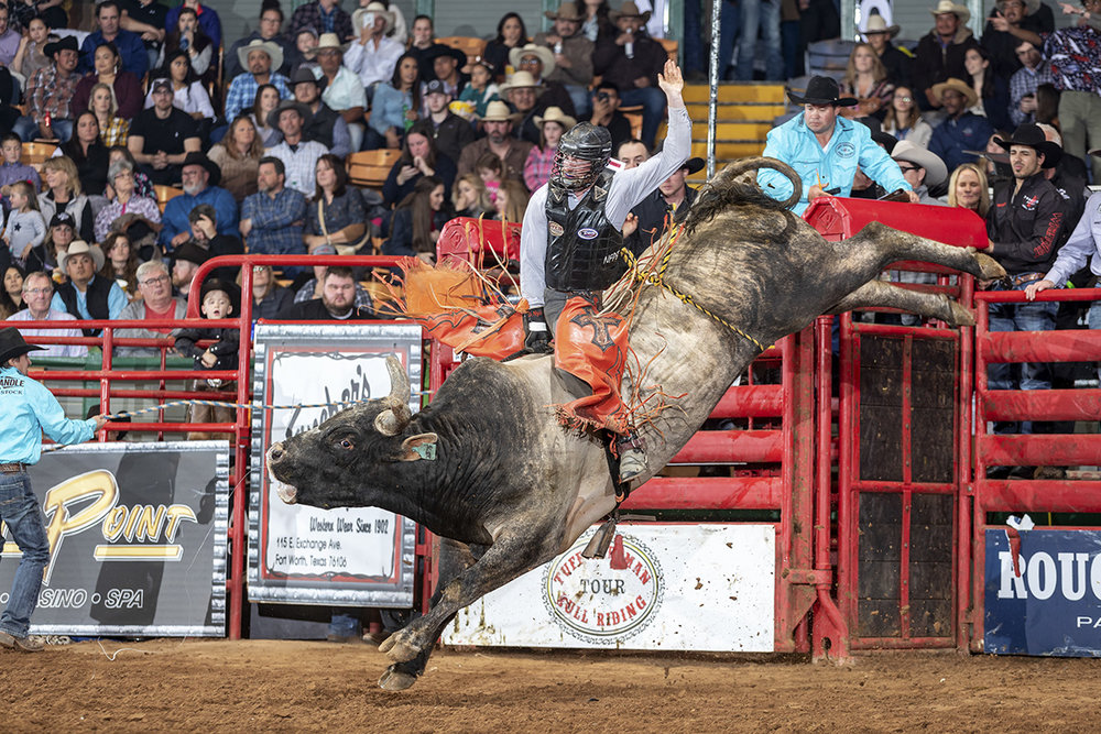 Bull Rider Dakota Nye on Flab Slab, Dennis Davis Bucking Bulls