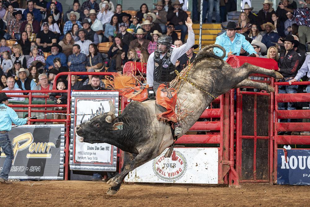 Bull Rider Dakota Nye on Flab Slab, Dennis Davis Bucking Bulls
