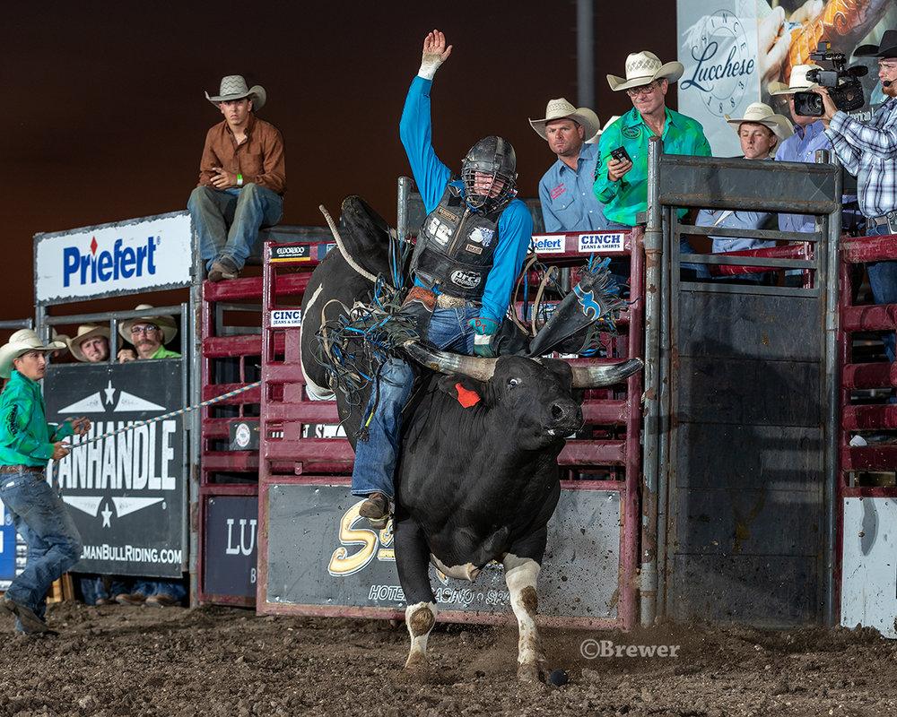 Michigan bull rider Hunter Ball on 881 Pearl Diver of Smokin Guns Rodeo Bulls