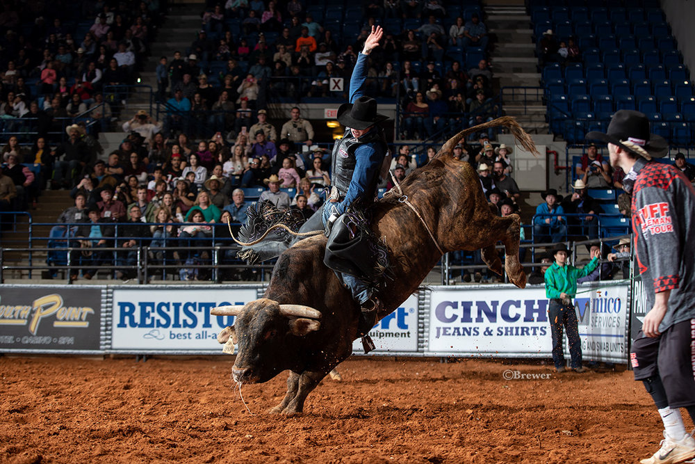 JT Moore earns 89 points on Hou Did He Buck (Dennis Davis/Gem) in the final four Shoot Out Round of the Hobbs Tuff Hedeman Bull Riding.
