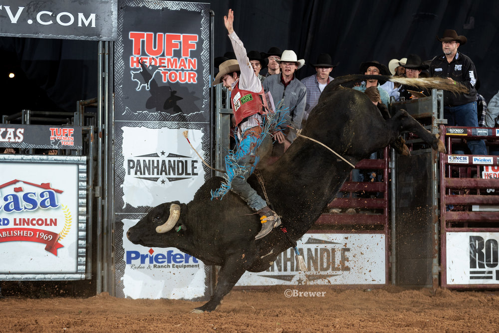 3-time NFR qualifier Roscoe Jarboe splits the semifinal round on 20 Cadillac Jack, Danley-Spence Bucking Bulls.