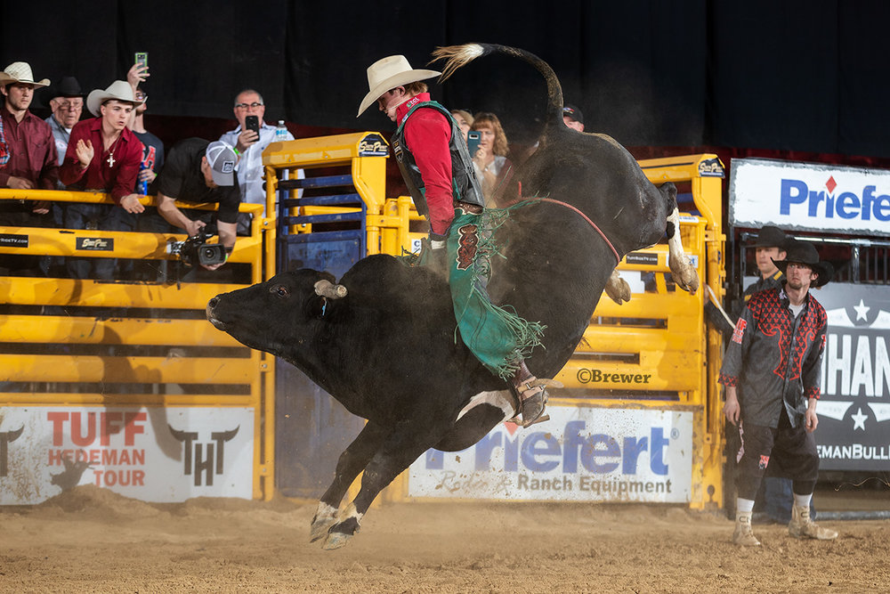 No. 1 ranked PRCA cowboy Clayton Sellars taps Break The Chain (JQH) for 87 points. and the Semifinal round win.