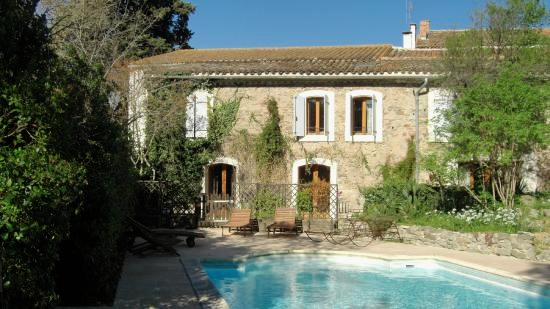 OPPOSITE THE POOL, OUR GÎTES ARE LOCATED IN THE PEACEFUL PRIVATE GROUNDS OF THE HOUSE