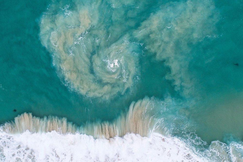 泡立つ湾。写真:スチュ・ギブソン