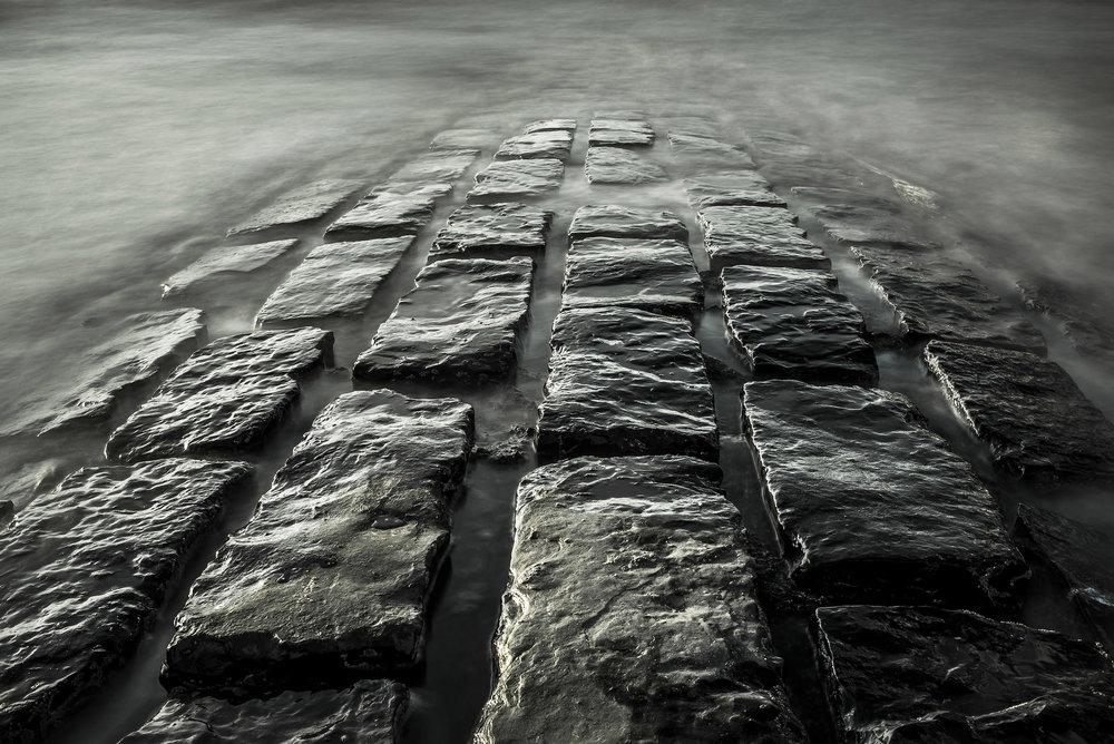 La fotografía  Fine Art  es determinada por su calidad estética pero también por su técnica de impresión específica, sublimando la imagen y garantizando su durabilidad en el tiempo.  Una impresión  Fine Art  es un tiraje de calidad profesional, cumpliendo con los más altos estándares (Museum standards).  Con más de 20 años de experiencia internacional, Ezequiel Scagnetti ha desarrollado una estética única en sus composiciones, combinando minimalismo, Pictorialismo y fotografía de paisajes monocromática.