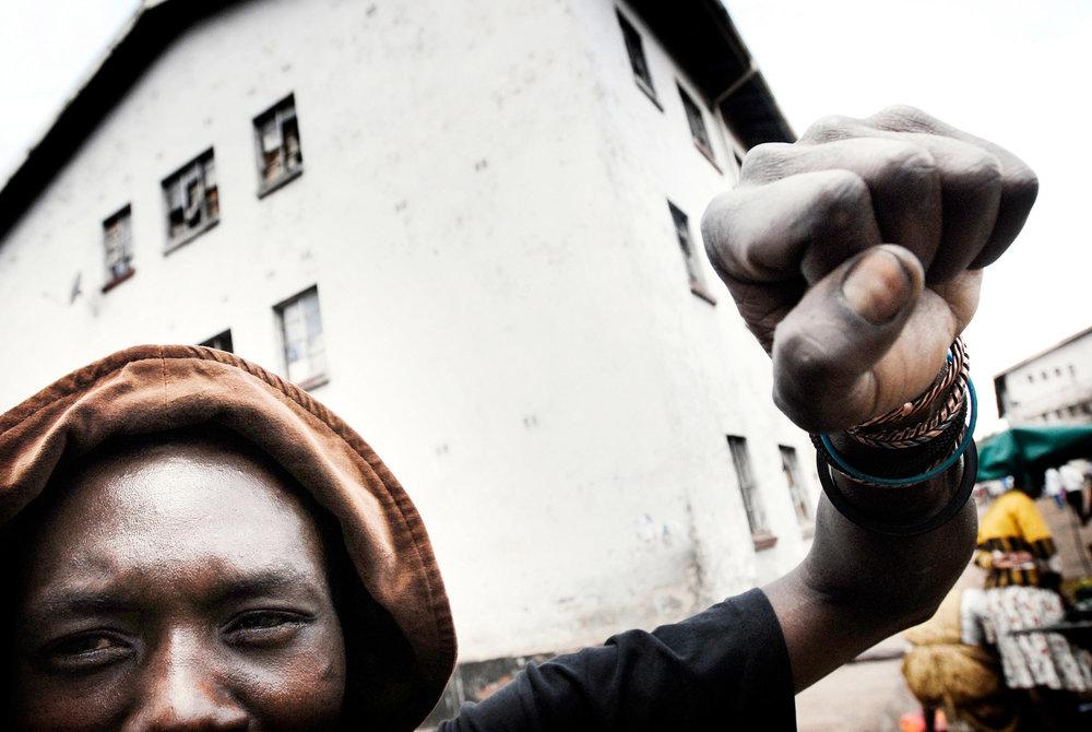 Mugabe's Zimbabwe: The Impossible Country