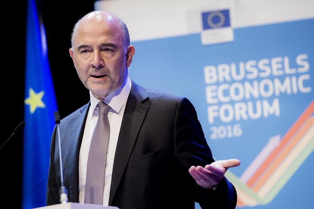Conferencia dirigida por el comisario europeo Pierre Moscovici. Foto: Ezequiel Scagnetti.