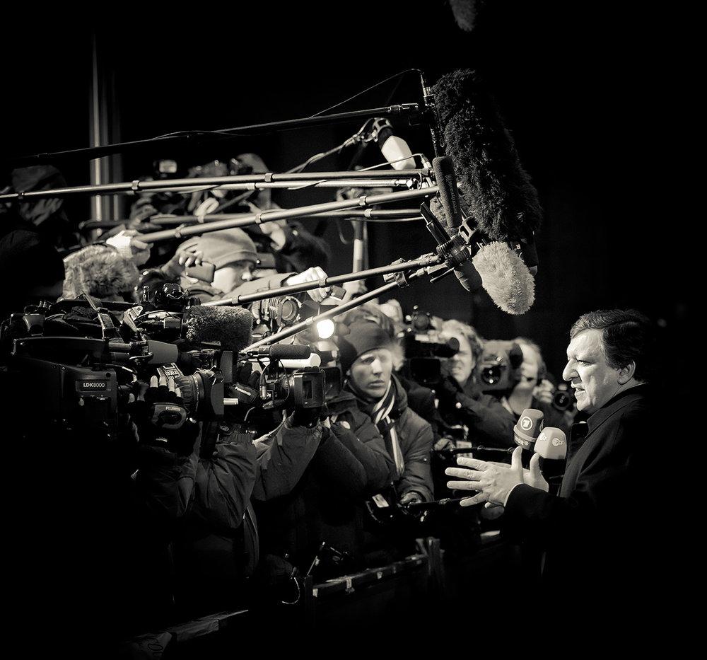 El presidente de la Comisión Europea Jose Manuel Barroso hablando con los periodistas durante una cumbre europea. Foto: Ezequiel Scagnetti