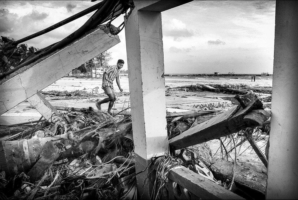Víctimas del tsunami en las islas Andaman, año 2004. Foto: Ezequiel Scagnetti