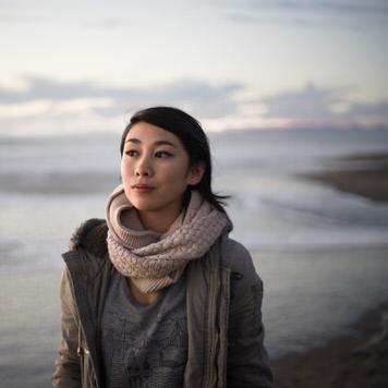 Beach portrait of Gwen Oller by Jaclyn Le
