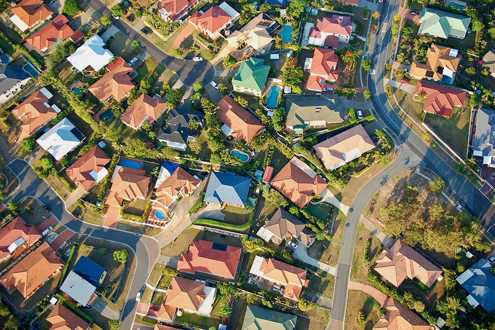 May2015-Trulia-How-To-Avoid-Gotcha-HOA-Scenarios-birds-eye-view-suburbs.jpg