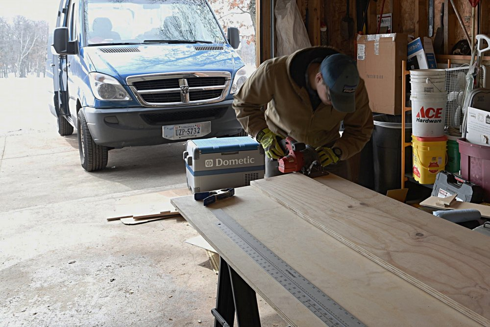Ian cuts the pieces of the fridge bench with his circular saw, using a fence made of another board in order to keep the cuts straight.