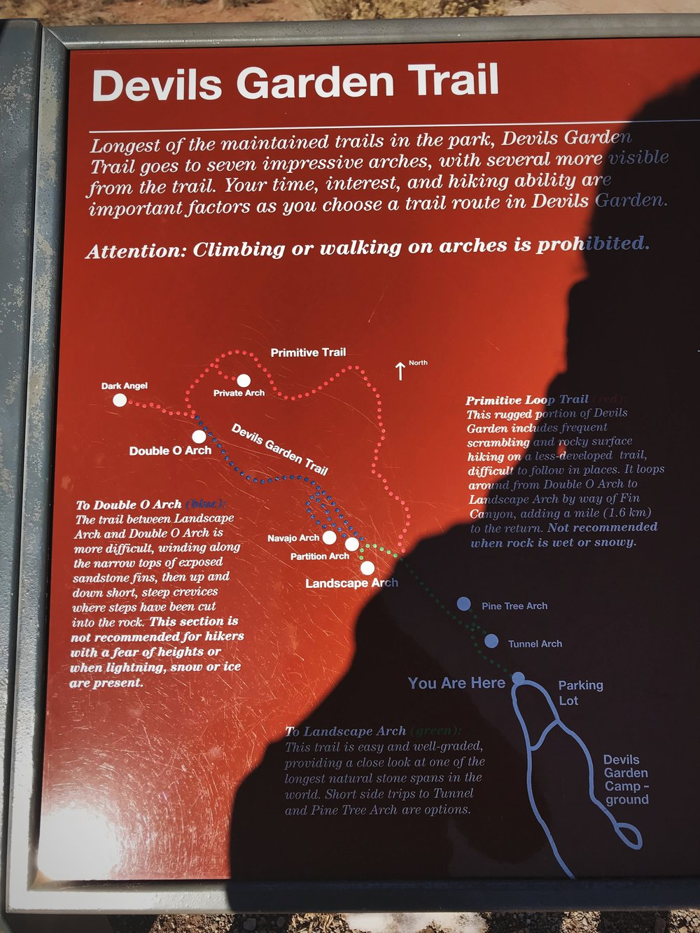A map at the trailhead shows the arches that can be accessed along the Devils Garden Trail.