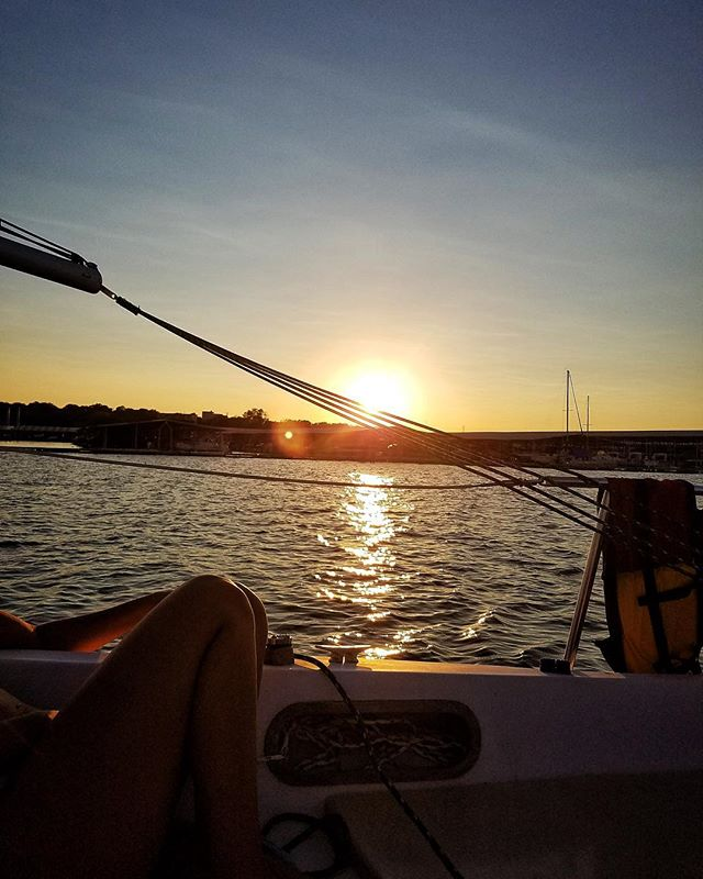 These #views though. 🙌🌅 It's almost that time again! Tomorrow we'll be having our weekly meeting followed with a #nightsail on #laketravis.🌊New members are still welcome to come out! #sailinglife #sailingclub