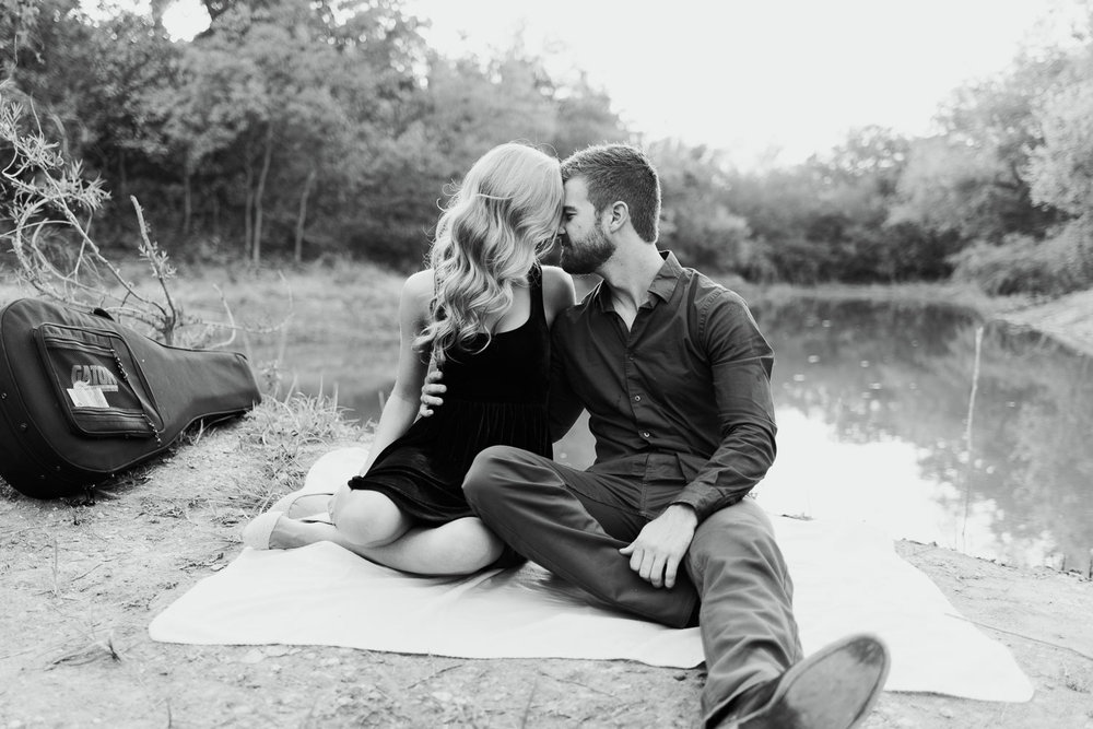 josh - lindsey - engagement - photos - alrington - texas - river - legacy - park-6.jpg