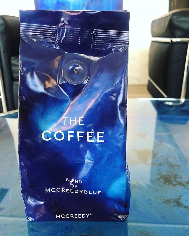 Come in and purchase our products.  Here is a coffee bag. 250g of pure arabica roasted peaberrys. One of our products that you find in our emporium concept. . . . #mccreedyblue #blendofmccreedyblue #thecafezurich #thecoffee #thecafe #bestblendsforever #arabica #peaberry #luxury #brand #lifestyle #coffee